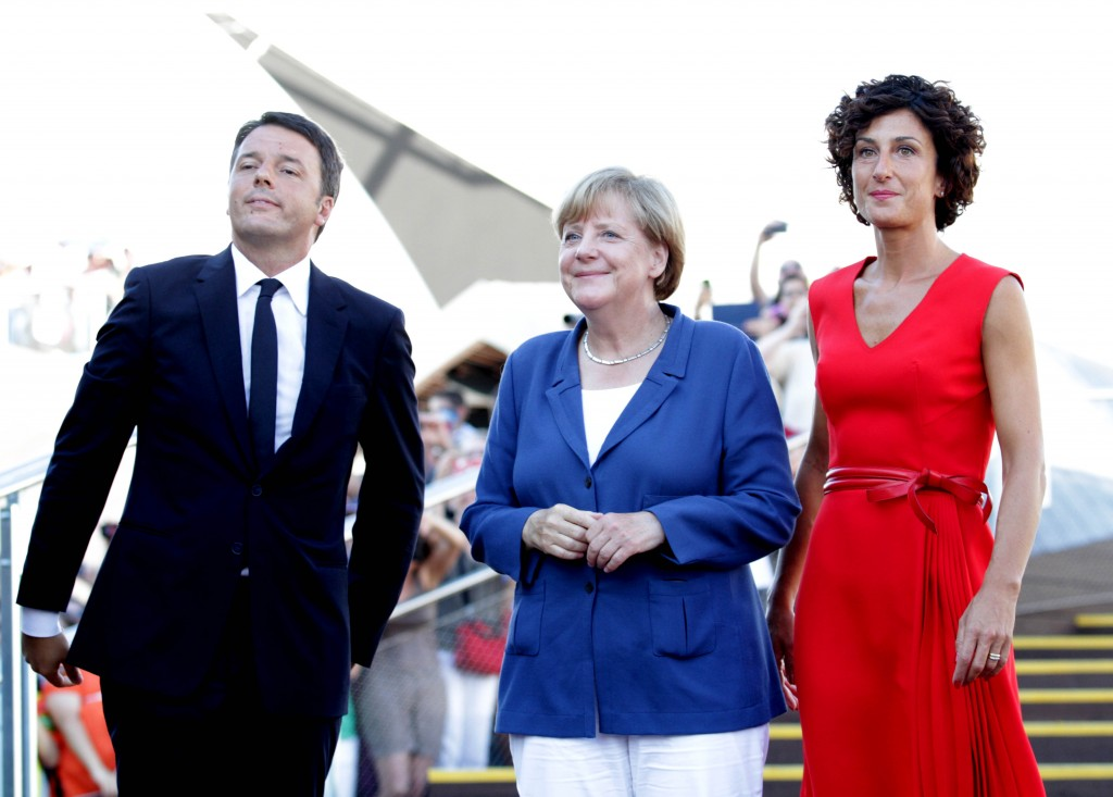 una Cancelliera  sorridente  tra i coniugi Renzi Bagno di folla per Angela Merkel all'Expo