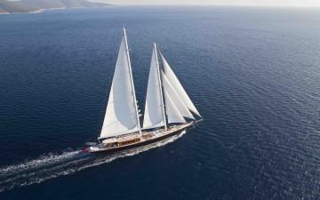 """Engel & Völkers  ha venduto per 8,85 milioni di euro il """"Regina"""", lo yacht a vela protagonista del film di James Bond  """"Skyfall """""""